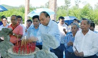 PM Nguyen Xuan Phuc pays tribute to war martyrs in Quang Nam province