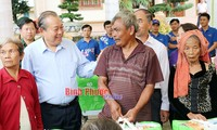 Deputy Prime Minister Truong Hoa Binh visits revolutionary and ethnic families in Binh Phuoc provinc
