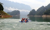 Kayaking in Vietnam and kayak racing in Tuyen Quang province