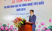 Outstanding intellectuals, scientists honored in Hanoi
