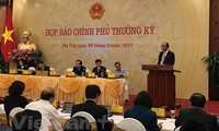 Government press conference addresses sovereignty protection, guest workers