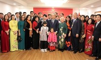 Prime Minister meets Vietnamese community in Myanmar