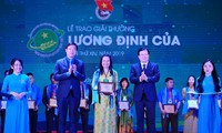 Outstanding young farmers receive Luong Dinh Cua Awards