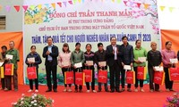 Organizations, localities deliver gifts to the disadvantaged ahead of Tet