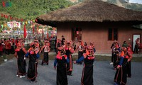 "New Year ""Con"" throwing festival tightens Vietnam, Laos, China bonds"