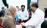 Officials present Tet gifts to needy people