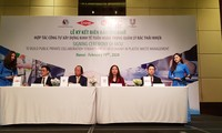 Vietnam signs agreement on public-private cooperation in plastic waste management