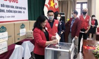 Vietnam Red Cross Society raises fund for victims of salt intrusion, droughts, Covid-19
