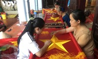 Tu Van villagers make national flags soulful
