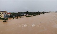 Crew members rescued in Cua Viet as flood recedes slowly in Quang Tri province