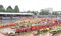 Ngo boat race of the Khmer