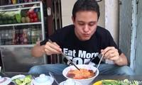 Renowned American blogger hails Vietnamese bun rieu