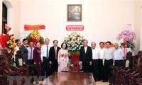 Leaders extend Christmas greetings to Catholic followers in HCMC, Can Tho