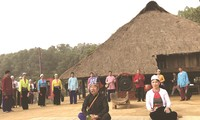 Muong people preserve mother tongue
