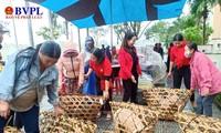 20,000 poor people in Da Nang receive Tet gifts