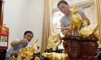 Gold laminating and gilding in Kieu Ky village