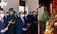 President Nguyen Xuan Phuc offers incense in commemoration of President Ho Chi Minh