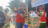 Tien Giang's free market warms the heart of disadvantaged people