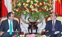 Le président du sénat chilien reçu par les dirigeants Vietnamiens