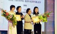 Remise du prix Kovalevskaia aux femmes scientifiques vietnamiennes
