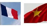 Évolutions positives dans les relations franco-vietnamiennes en 2012