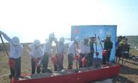 Construction du mât porteur des couleurs nationales sur l'ile de Ly Son