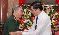 Le président reçoit les anciens combattants de la citadelle de Hoang Dieu