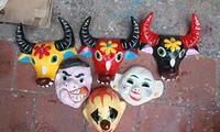 Masques en papier contrecollé, un jouet traditionnel