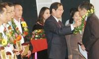 100 hommes d'affaires vietnamiens mis à l'honneur