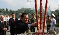 Offrandes d'encens à la mémoire des morts pour la Patrie à Ho Chi Minh-ville