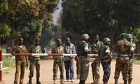 """Centrafrique: Hollande demande à l'ONU """"d'accélérer"""" l'envoi de Casques bleus"""