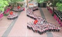 La plate-forme de forage Haiyang 981 nuit à la paix en mer Orientale