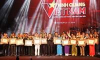 « Gloire du Vietnam » honore les personnes et collectifs exemplaires