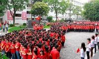 Les professeurs et étudiants de commerce forment la carte du Vietnam