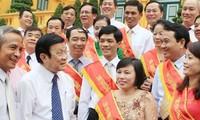 Le président Truong Tan Sang reçoit les syndicalistes exemplaires