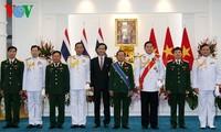 La croix du chevalier de Thaïlande pour le chef d'état major de l'armée vietnamienne