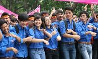 Distribution des prix aux meilleures compositions sur la jeunesse de Hanoï