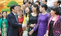 Le président Truong Tan Sang reçoit les hommes d'affaires exemplaires