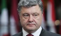 Porochenko signe la loi sur le statut spécial du Donbass