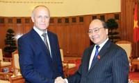 Le vice-Premier ministre Nguyen Xuan Phuc reçoit des scientifiques russes