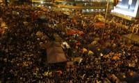 Hong Kong : les initiateurs du mouvement appellent à évacuer les rues