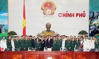 Le Premier ministre Nguyen Tan Dung rencontre des anciens combattants exemplaires