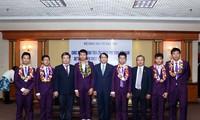 Retour triomphal des élèves vietnamiens des olympiades internationales des scientifiques juniors