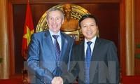 Une délégation du parti Russie unie en visite au Vietnam