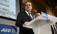 François Hollande compte sur « l'esprit du 11 janvier » pour faire avancer les réformes