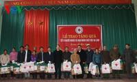 Distribution de cadeaux aux habitants démunis
