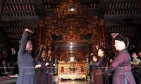 Hat cua dinh: le chant rituel devant la maison communale