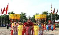 Culte d'offrandes du banh tet aux rois Hùng fondateurs du pays