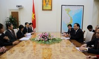 Le gouverneur de la région de Wakayama reçu par Truong Tan Sang