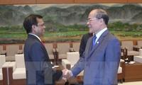 Le président du Parlement des Maldives reçu par Nguyen Sinh Hung